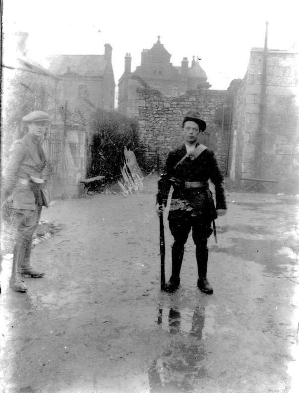 IRA irregulars at the RIC Barracks (now the Garda Station) likely during the Truce (Dick Cashman/John Fenton Collection)